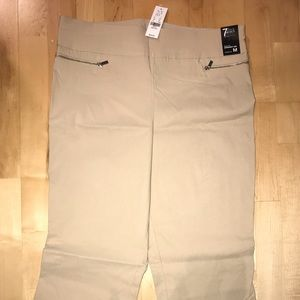 Pull on straight-leg pant size M perfect for work